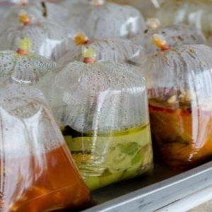 Gambar Ilustrasi : Penggunaan plastik sebagai wadah makanan